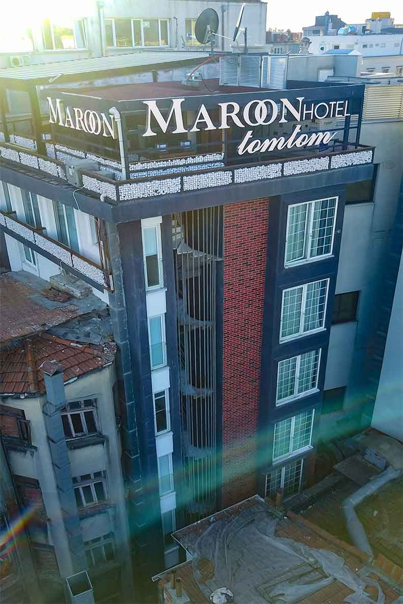 Maroon Hotel Tomtom